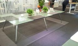 שולחן ישיבות דגם ספיידר 300X120 ס'מ זכוכית חלבית